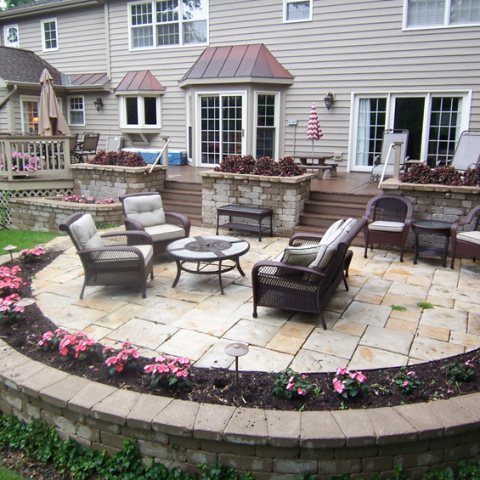 Yorkstone Iron River Patio with Flower Planters