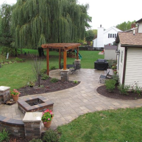 Brussel, and Beacon Hill flagstone pavers in Bavarian Blend